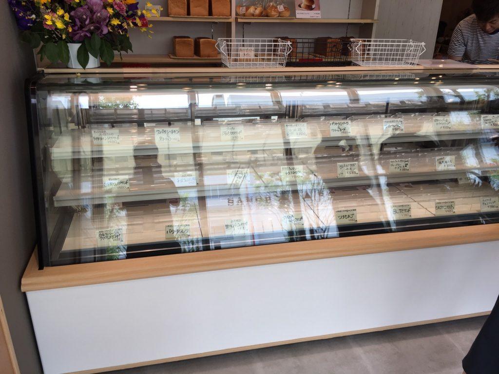 サンドイッチがほぼ完売したカウンターの画像