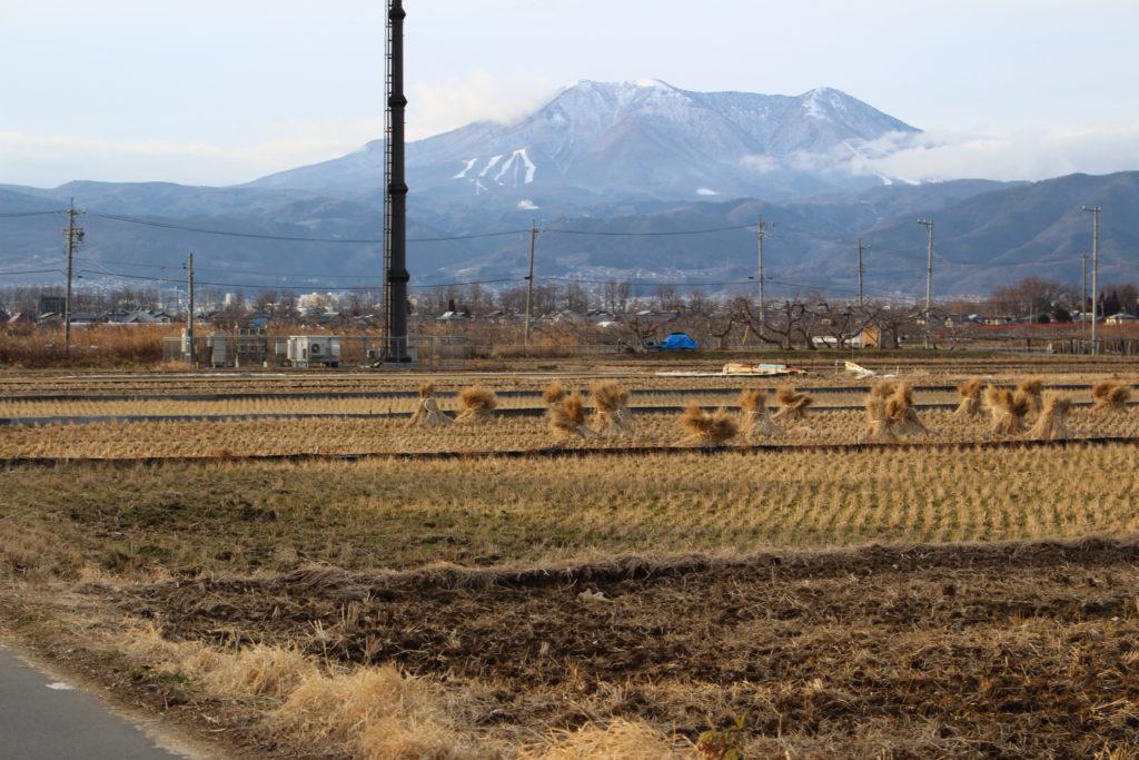 須坂市のイオンモール計画地から飯縄山を望むの写真