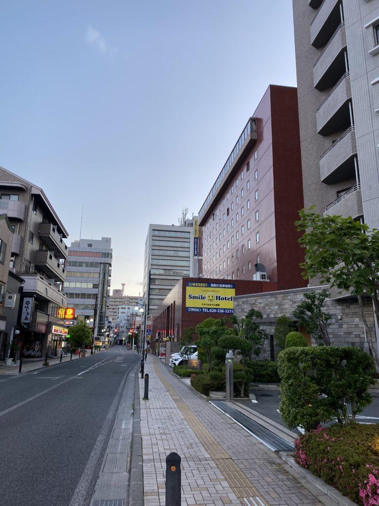 長野市の千歳町通り沿いの建物の写真